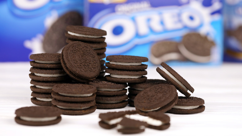 A pile of Oreo cookies