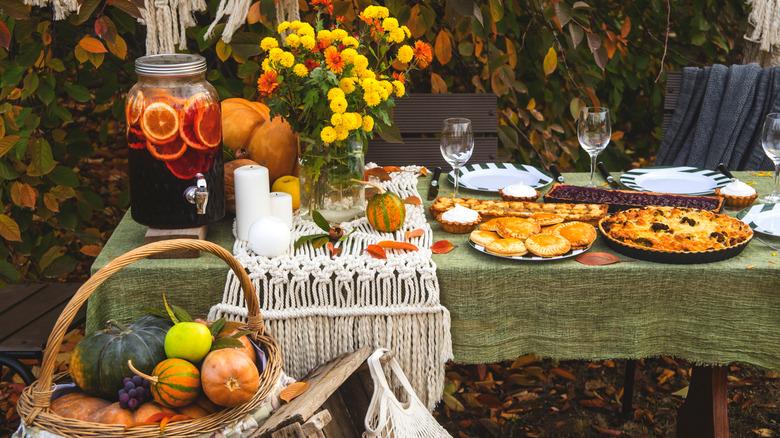 Thanksgiving autumn table
