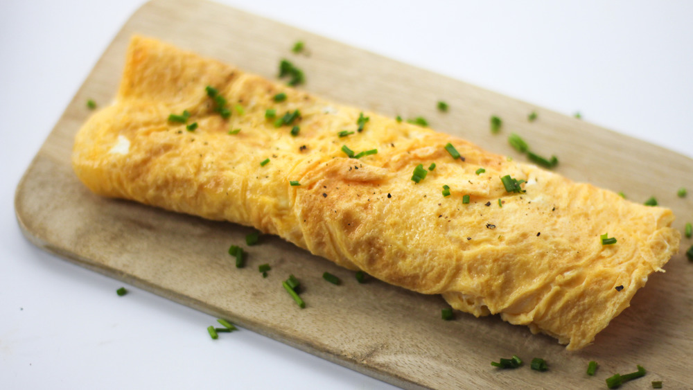 an omelet with pepper and chives