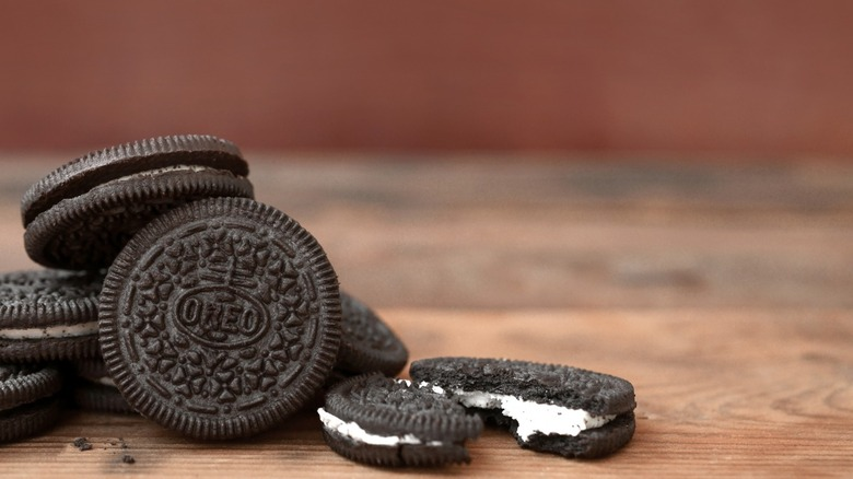 A shot of Oreo biscuits