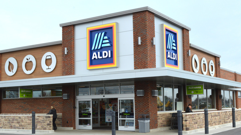 Aldi storefront and customers