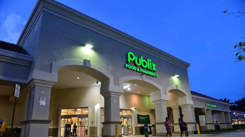 Publix supermarket exterior
