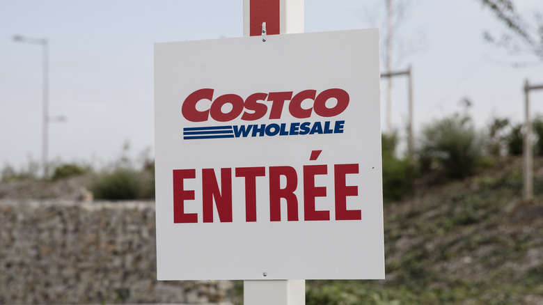 Costco Wholesale French 'enter' sign