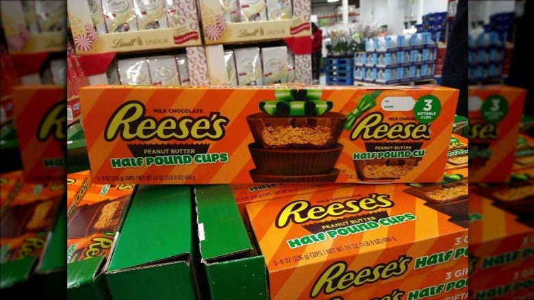 Reese's giant peanut butter cups package