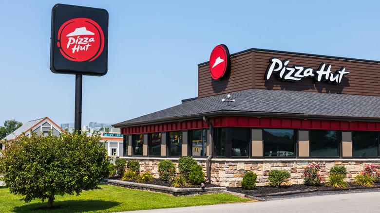 A Pizza Hut restaurant exterior