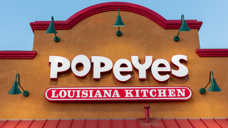 Popeyes location storefront sign