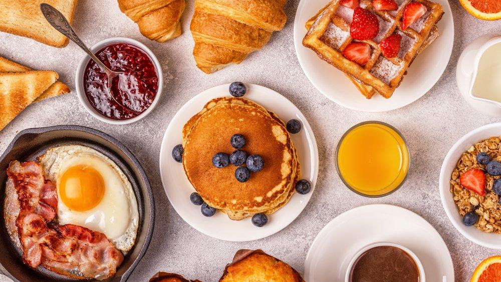 Popular chain breakfast restaurants, ranked worst to best