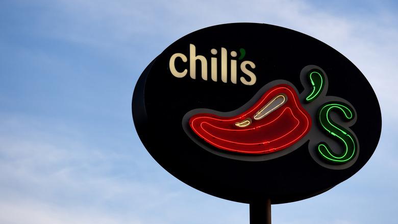 Chili's restaurant sign