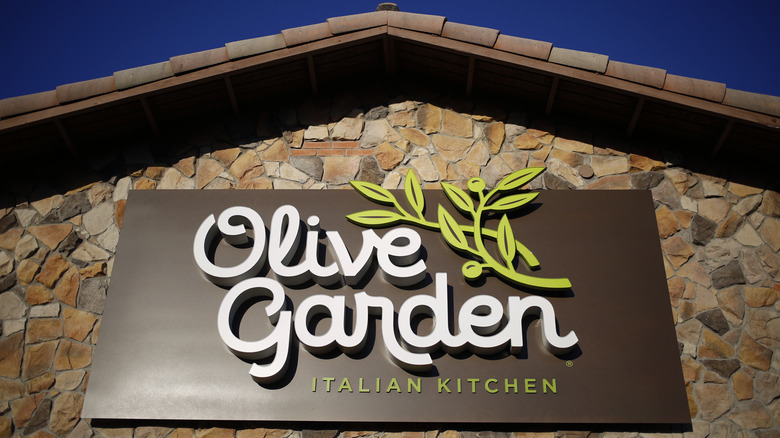 exterior olive garden sign