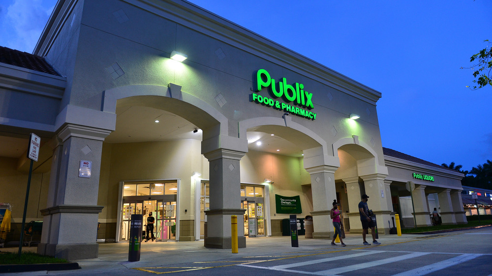 Exterior of Publix grocery