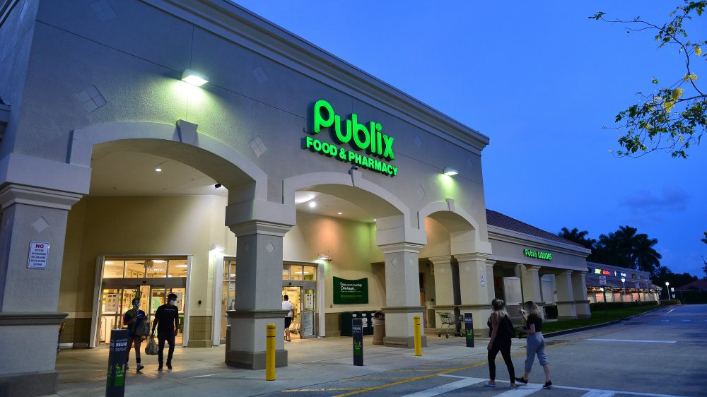 Publix with customers wearing face masks