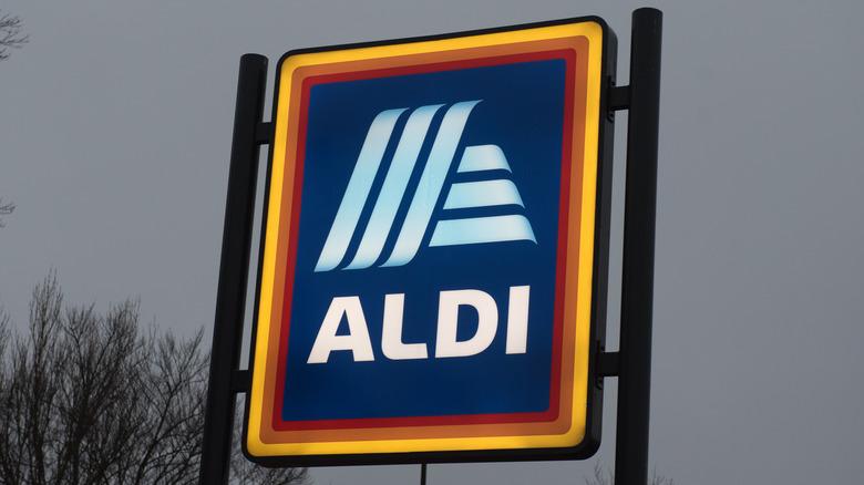 Aldi sign against gray sky