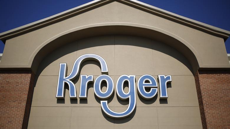 Exterior Kroger sign