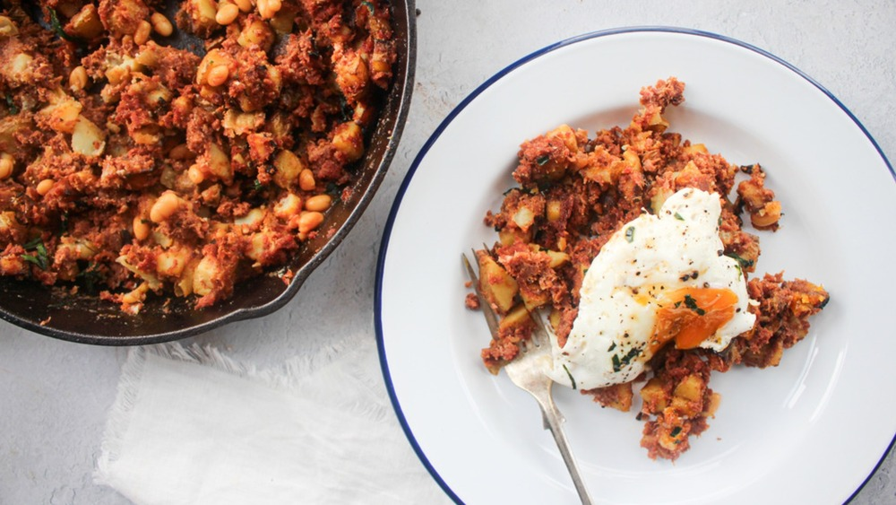 skillet corned beef hash topped with egg on a plate