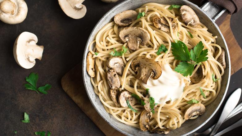 Spaghetti with mushrooms and cilantro