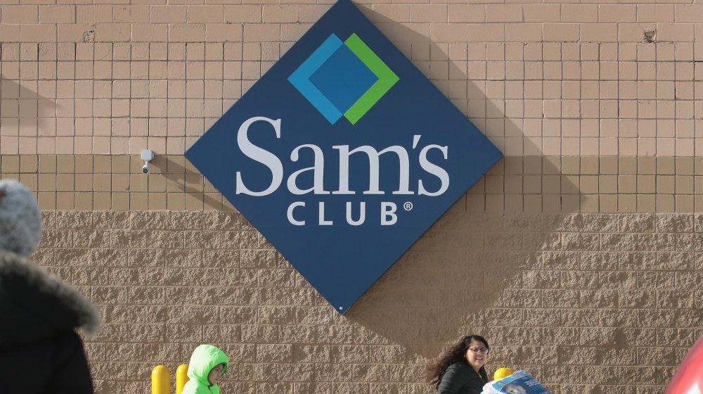 Sam's Club signage