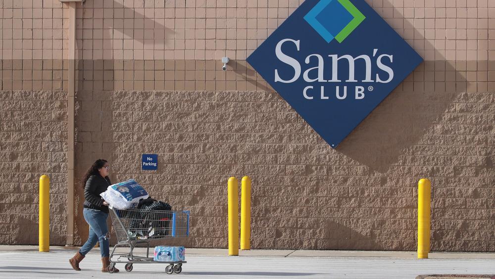 Sam's Club shopper