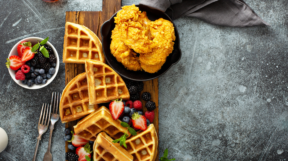 Waffles with chicken and fruit