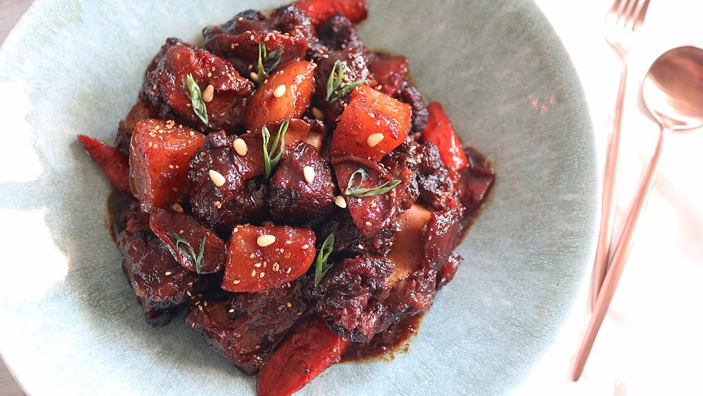 Photo of a bowl of braised oxtail