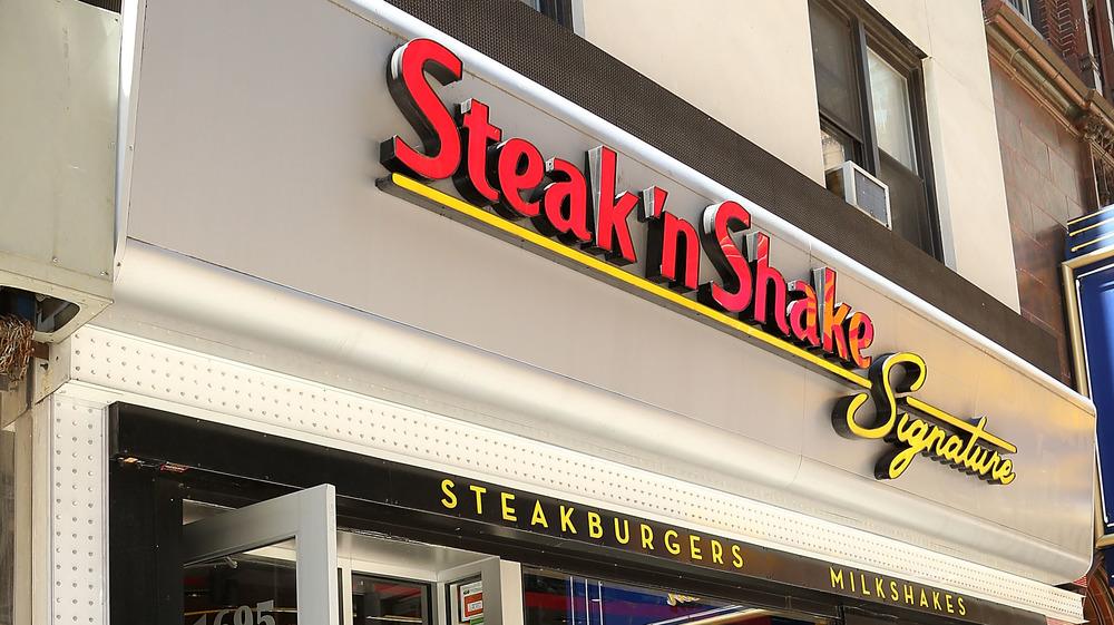 Outside of a steak 'n shake