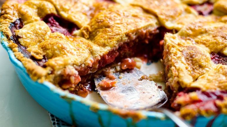 Strawberry Rhubarb pie in pan