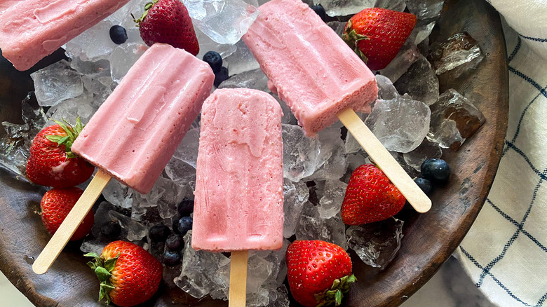 strawberry smoothie popsicles on ice