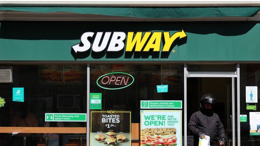 Subway restaurant sign