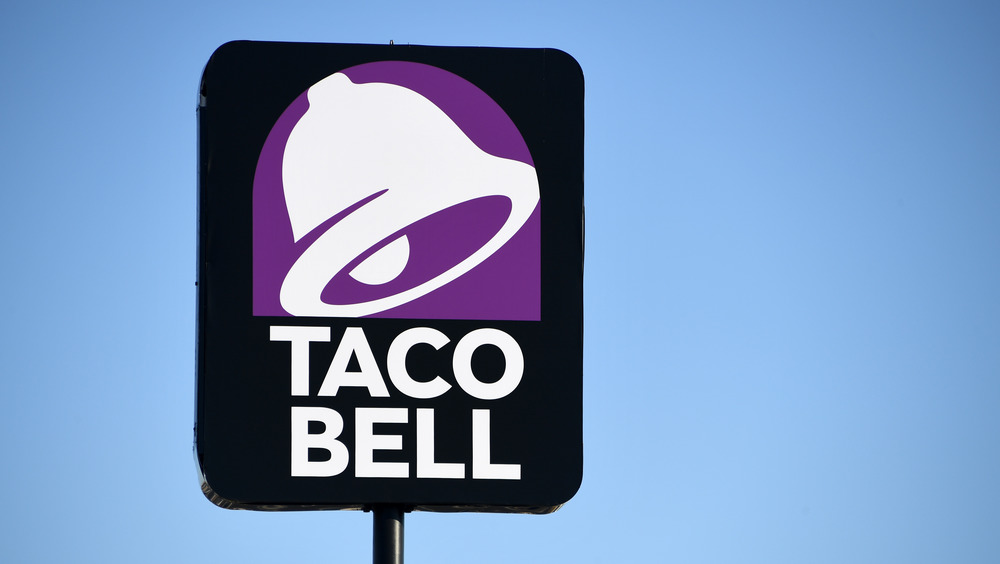 A Taco Bell sign