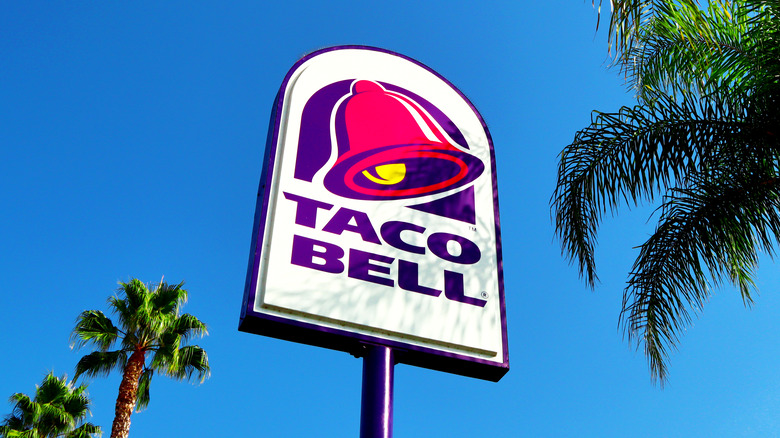 Exterior of a Taco Bell