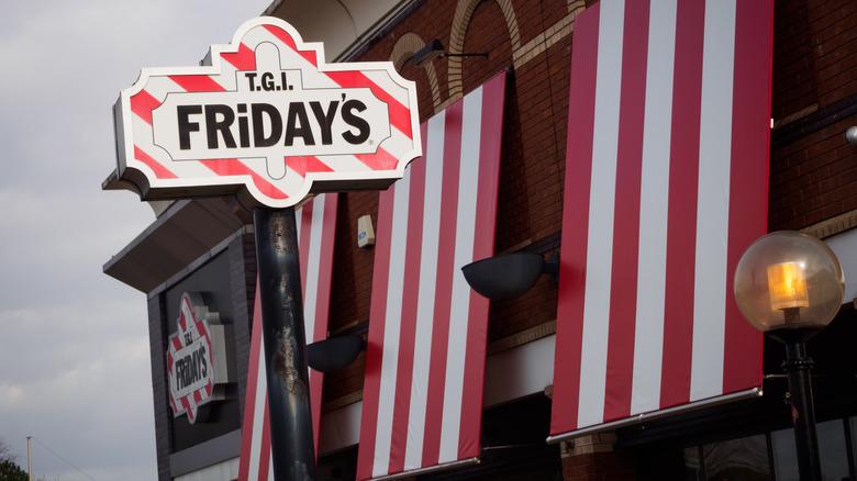 TGI Fridays exterior sign