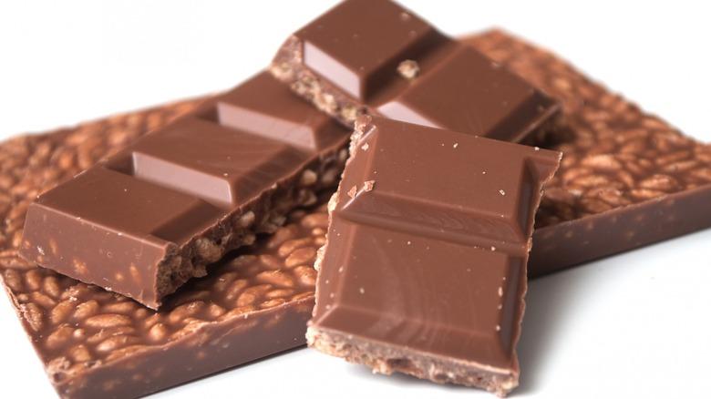 Chocolate bar with puffed rice