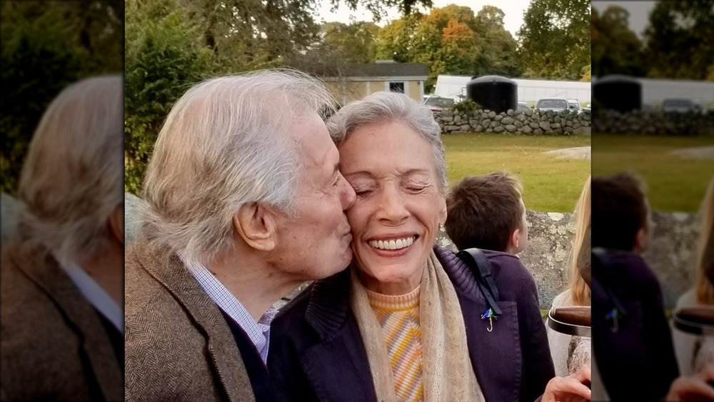 Jacques Pépin kissing his wife Gloria