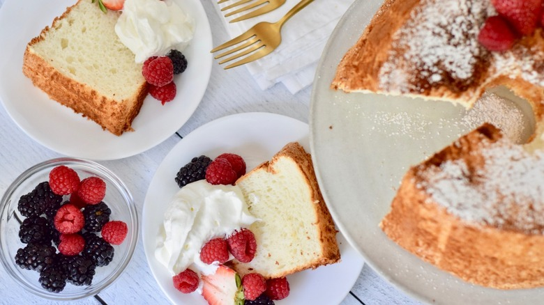 angel food cake whole and slices with berries