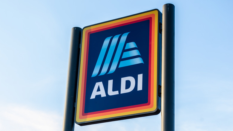 An Aldi sign outside