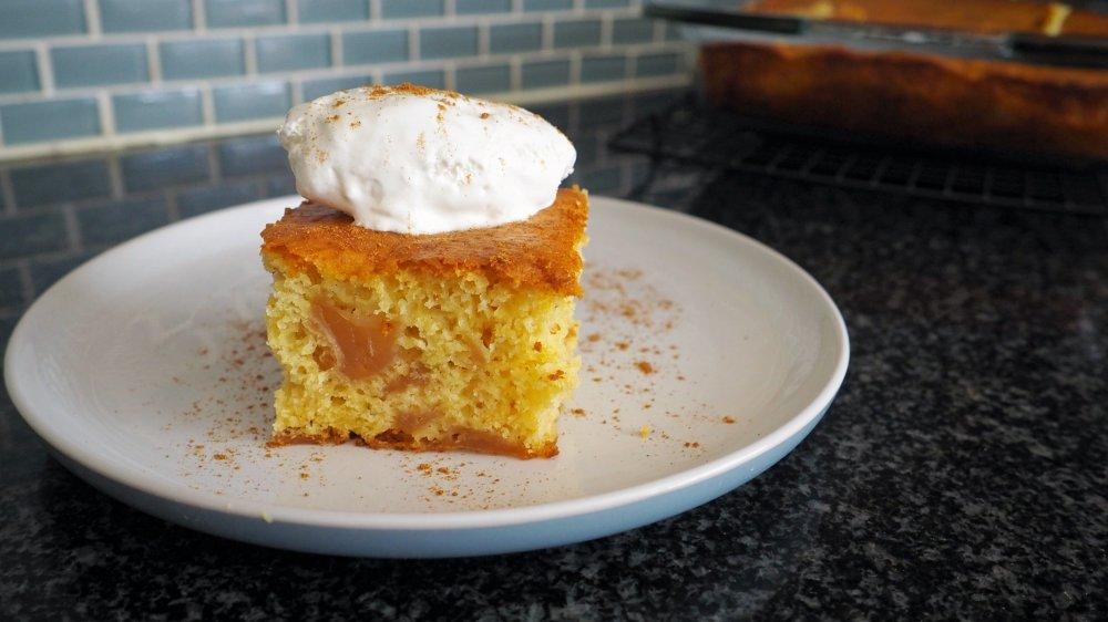 the best 3-ingredient apple cake