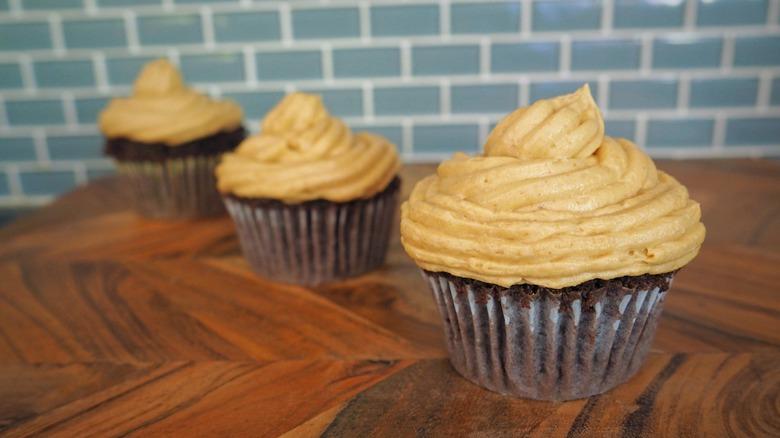 3-Ingredient peanut butter frosting