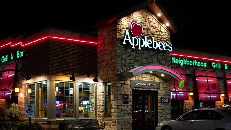 Applebee's restaurant exterior
