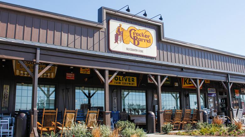 A Cracker Barrel storefront