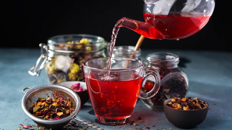 Tea latte pour