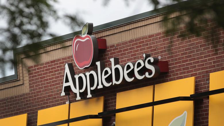 Applebee's exterior sign