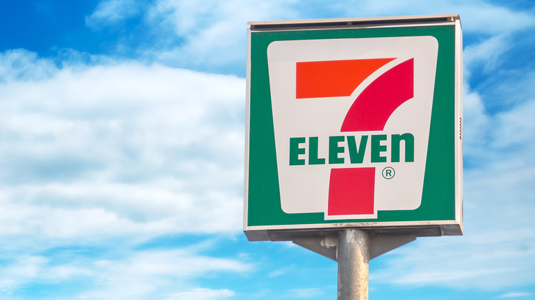 A 7-Eleven sign