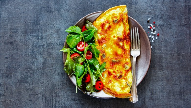 Omelet on dish