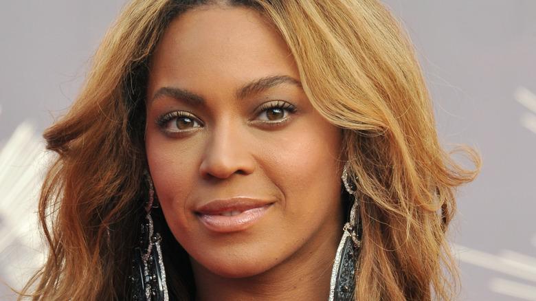 Beyoncé smiles with dangling earrings