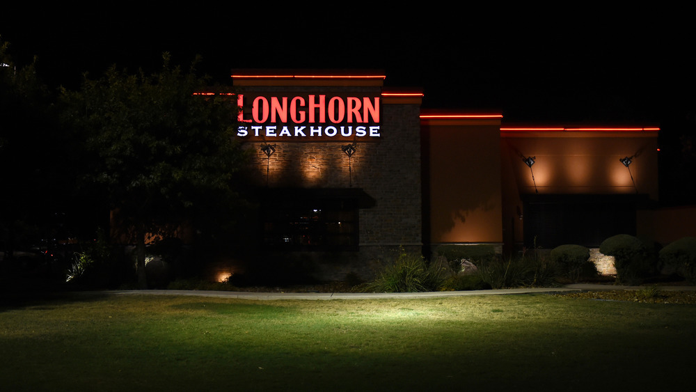 LongHorn Steakhouse exterior at night