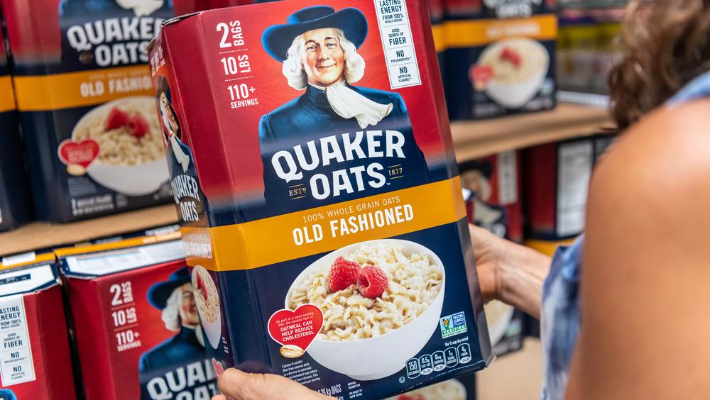 Person holding Quaker Oats box