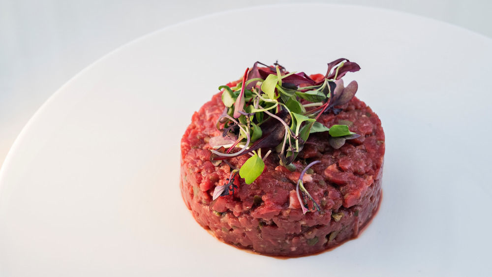 Steak tartare with salad