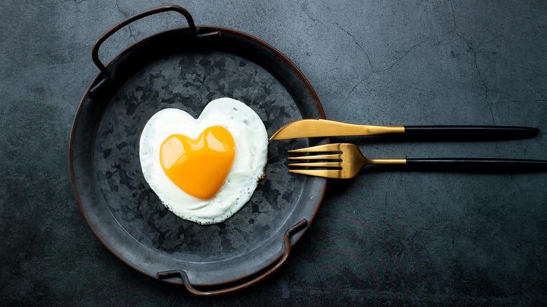 Egg in black frying pan
