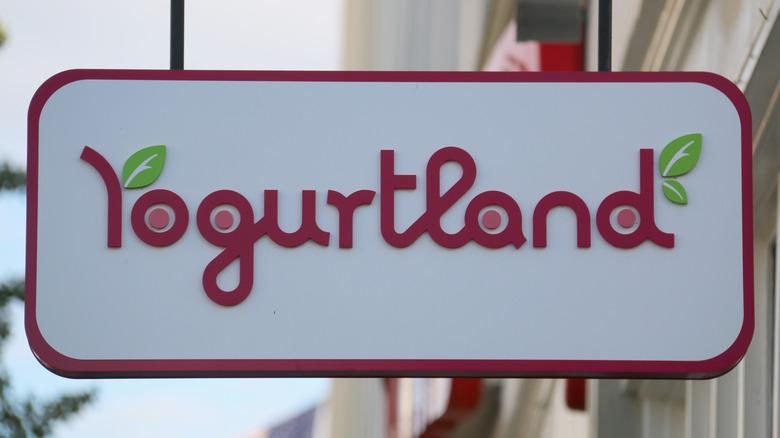 Yogurtland sign