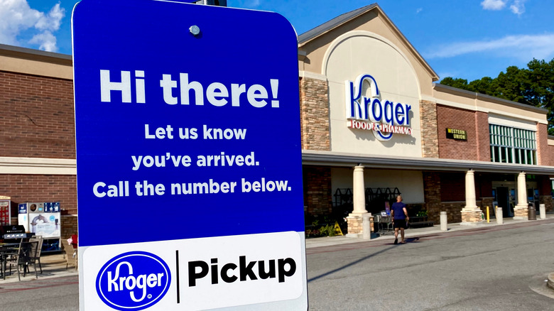 Online grocery pick-up at Kroger location