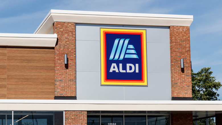 Aldi grocery storefront